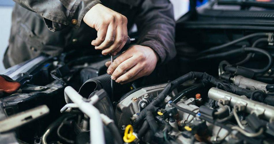 vidange moteur de voiture et camion garage mecanique de la gare schefferville canada 2019